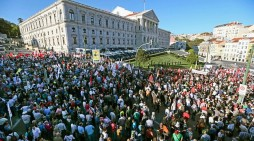 Minority Right wing government voted out in Portugal